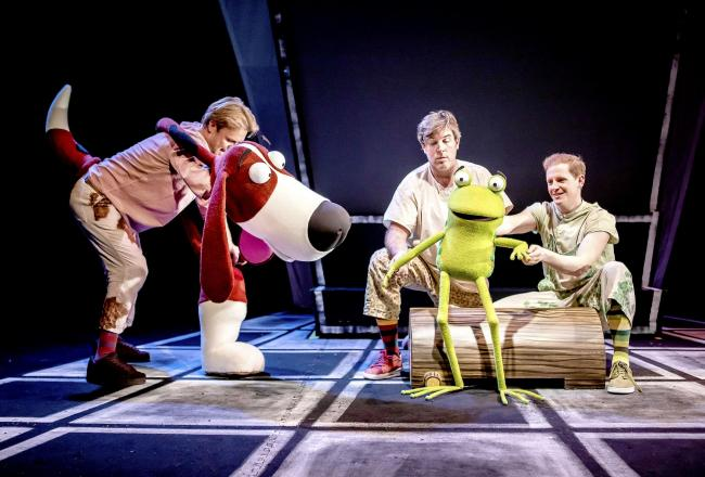 (L-R) Darren Seed as Dog, Simon Yadoo, John Winchester as Frog in Oi Frog & Friends! (Pamela Raith Photography)