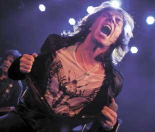 Joey Tempest in action