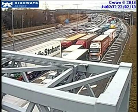 Car crashes into centre reservation of M25