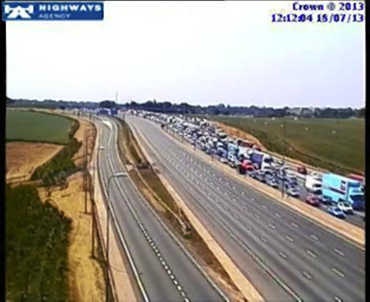 Lanes closed on M1 after serious accident between Junction 7 for