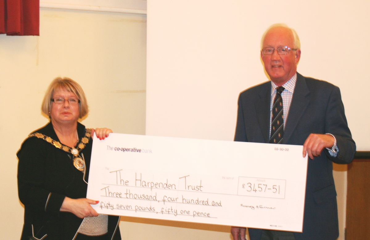 Harpenden Mayor presents £9,000 to chosen charities