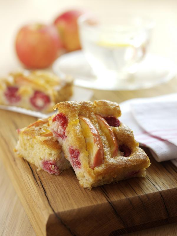 Pink Lady apple, raspberry and almond energy bar