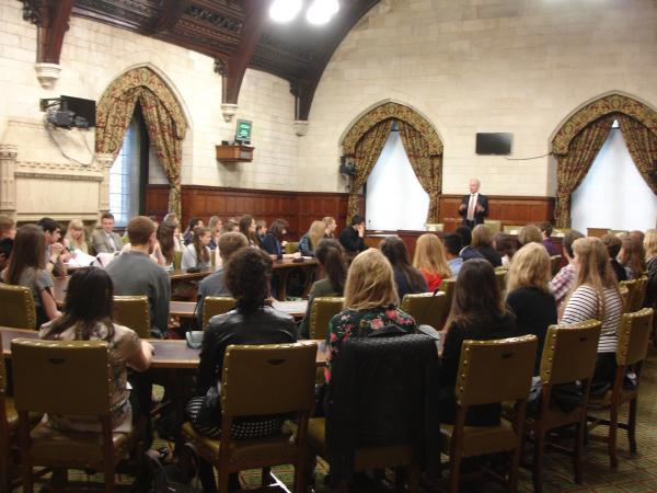 Harpenden MP welcomes young people to Westminster