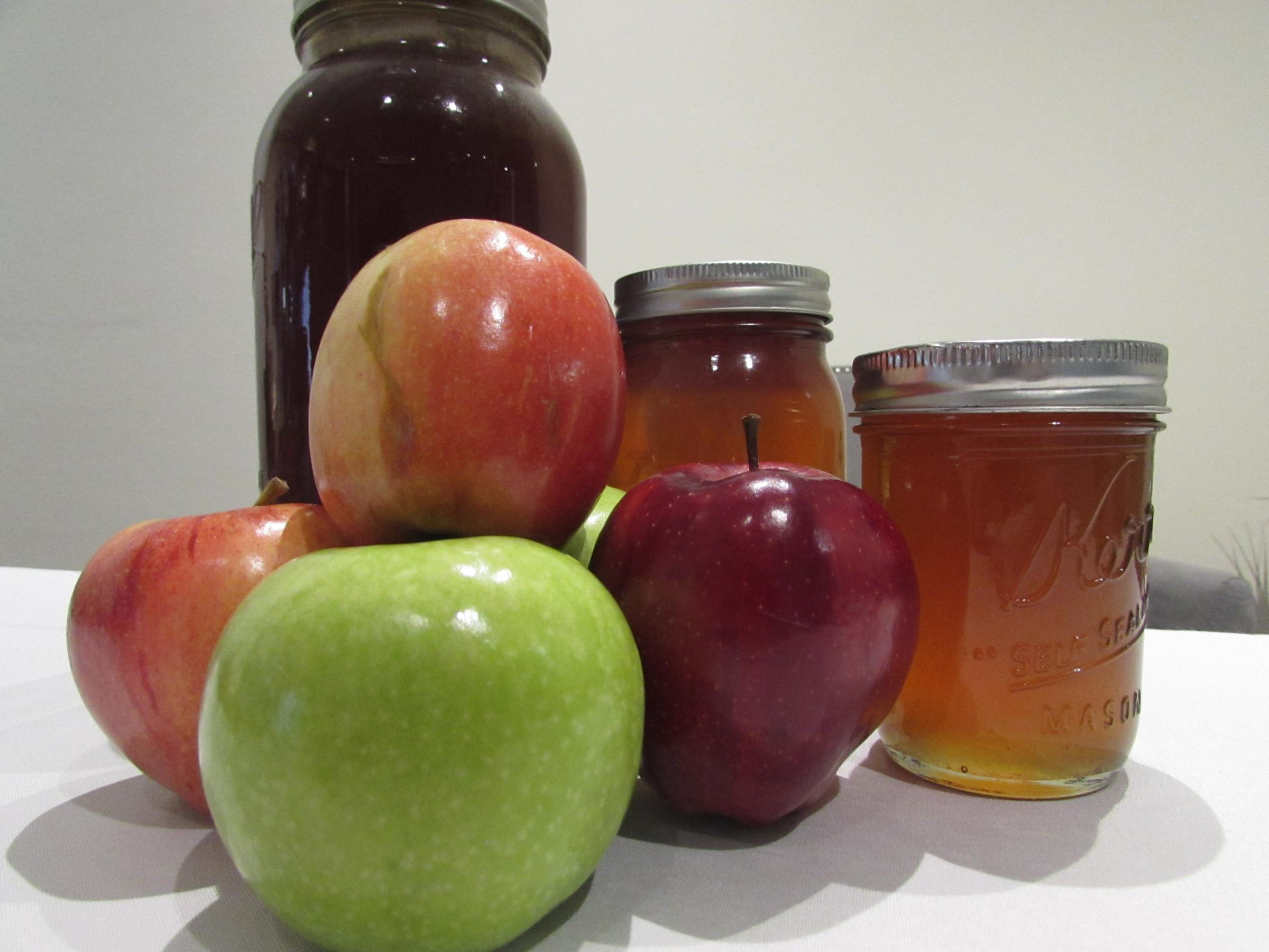 Apples and honey are symbols of haShanah