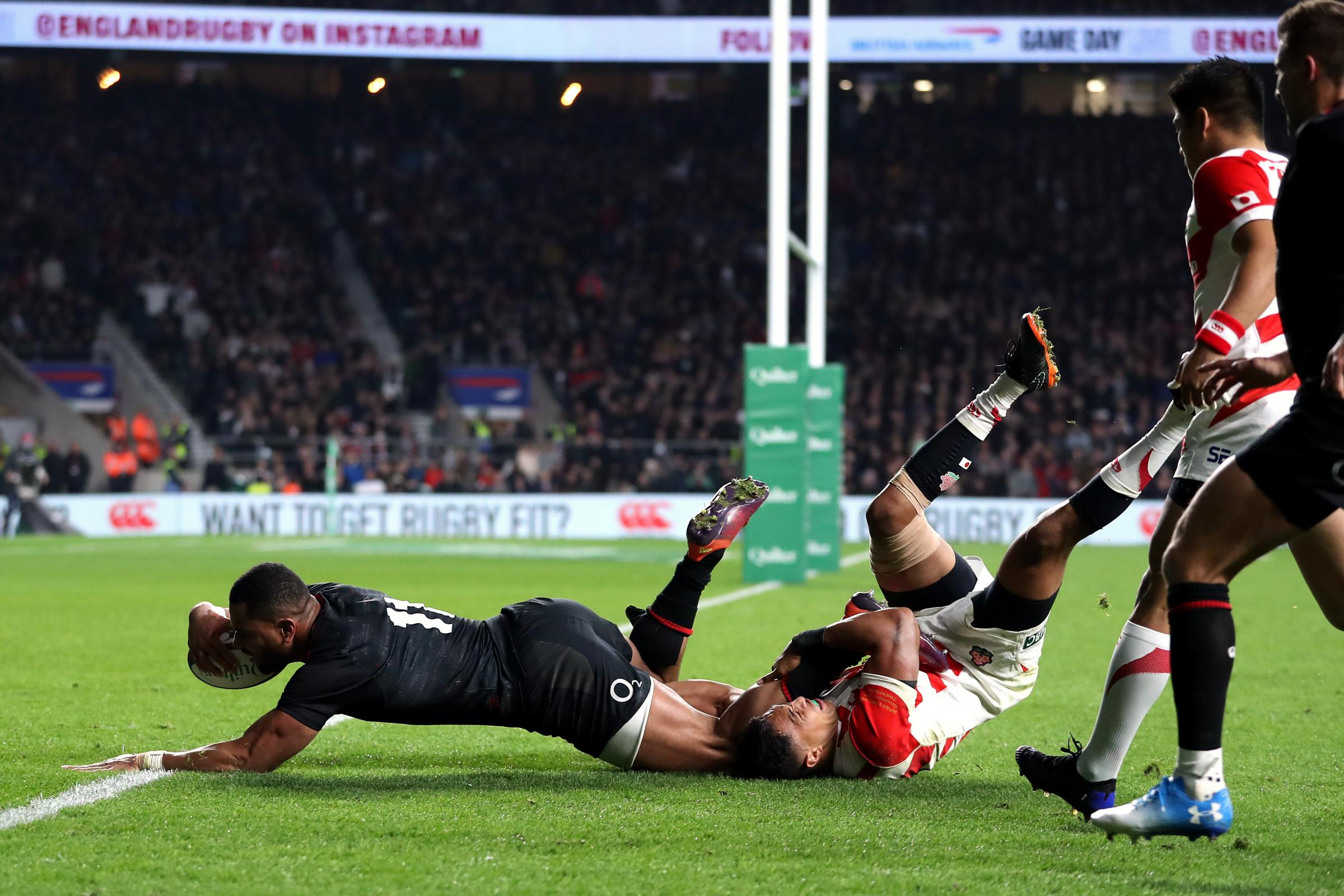 Joe Cokanasiga, left, scores the late try which put the game to bed